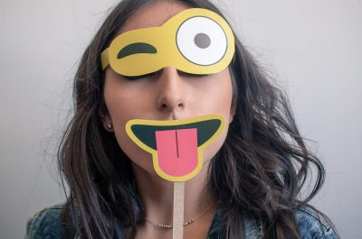 Emoji Maske (Image (adapted) by aaandrea [CC0 Public Domain], via Pixabay)