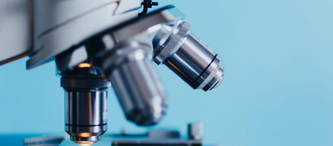 Mikroskop (adapted) (image by kkolosov [CC0] via pixabay)