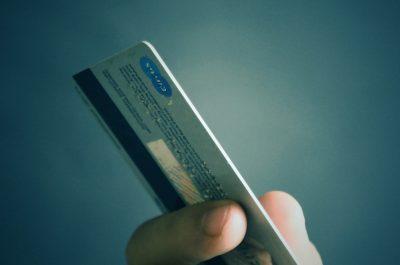 kreditkarte (adapted) (image by mastersenaiper [CC0] via pixabay)