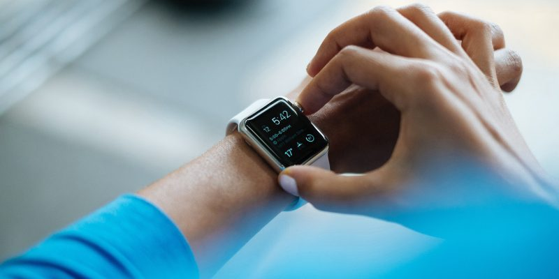 smartwatch (adapted) (image by Free-Photos [CC0] via pixabay)
