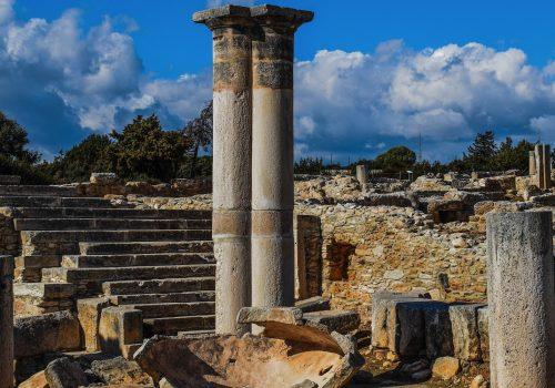 Heiligtum (adapted) (image by dimitrisvetsikas1969 [CC0]via pixabay)