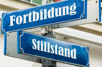Schild 190 - Fortbildung (adapted) (Image by Thomas Reimer via Adobe Stock)
