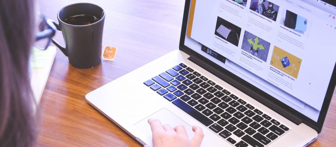 feedly (adapted) (image by Startup Stock Photos [CC0] via pexels)