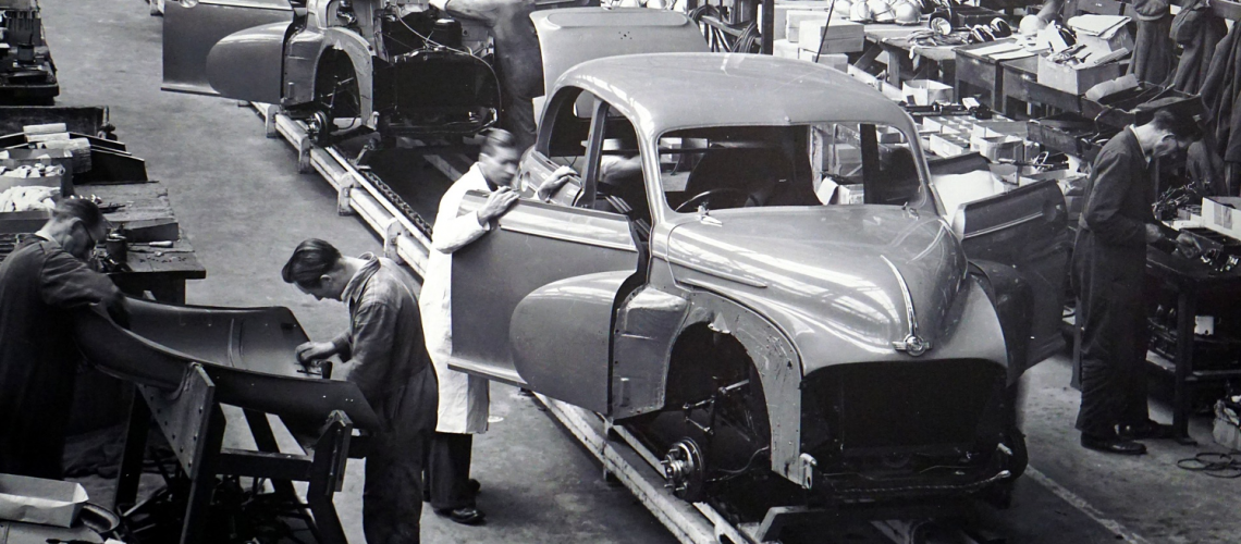 Automobilindustrie(adapted)(Image by MikesPhotos[CC0 Domain] via Pixabay)