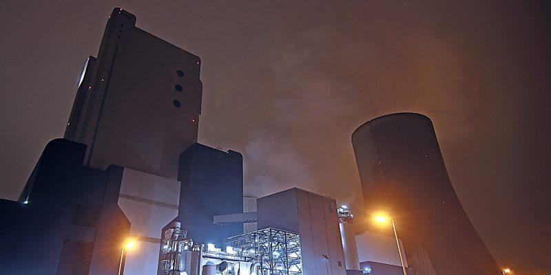 Kohlekraftwerk (adapted) (Image by 526663 [CC0 Public Domain] via Pixabay)