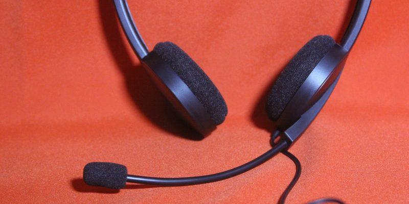 Headset (adapted) (Image by ronaldo [CC0 Public Domain] via Pixabay)