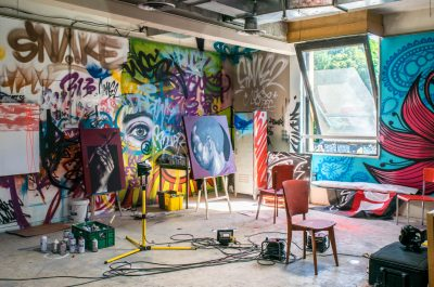 Art studio with wall graffiti (adapted) (Image by Matthieu Comoy [CC0 Public Domain] via Pixabay)