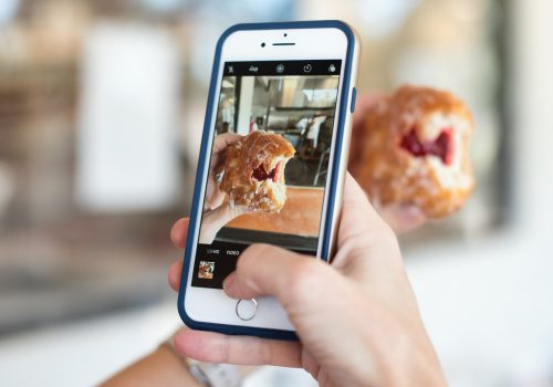 Influencer-Marketing Photographing a donut (adapted) (Image by Callie Morgan [CC0 PublicDomain] via Unsplash)
