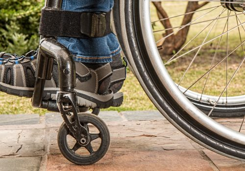 Rollstuhl (adapted) (Image by Pixabay) [CC0 Public Domain]