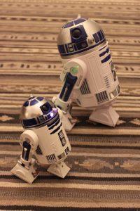 R2D2 Vergleich Disneystore