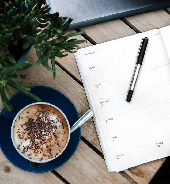 Diary desk business meeting and meeting (Image by Anete Lüsina [CC0 Public Domain] via Unsplash)