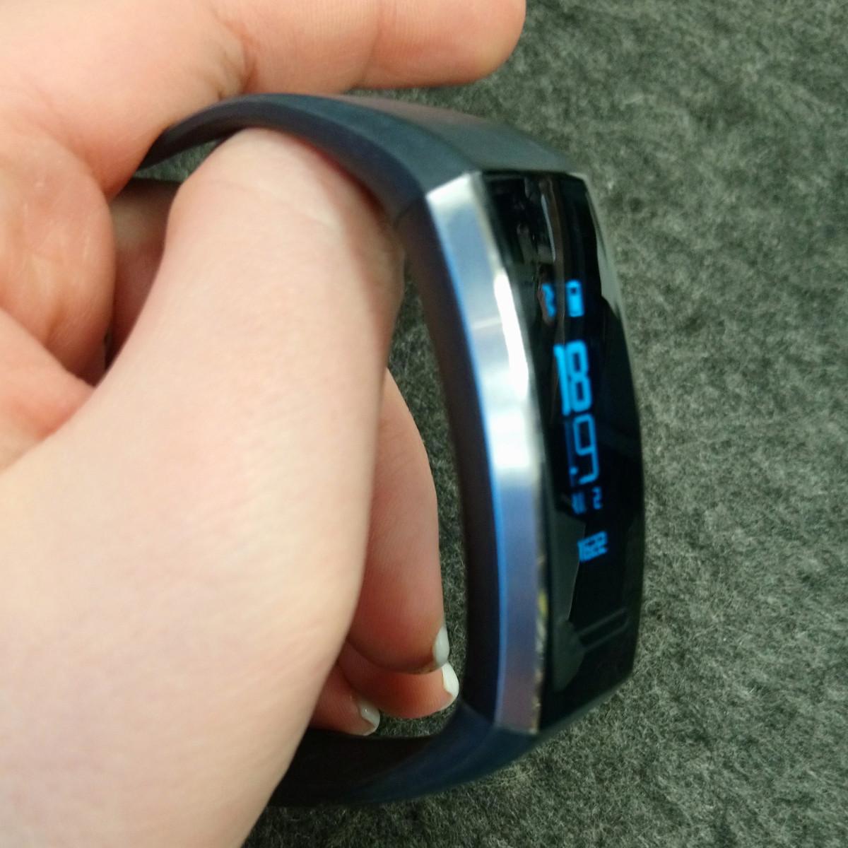 Huawei Band 2 Pro - Seitenansicht (Image by Jennifer Eilitz)