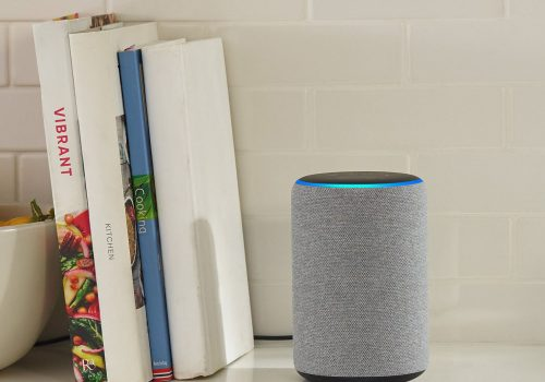 Amazon Echo Plus 2 hellgrau