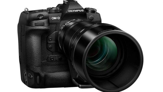 Olympus OM-D E-M1X von vorn mit 40-150mm