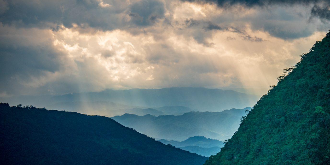 Laos Berge und Regen