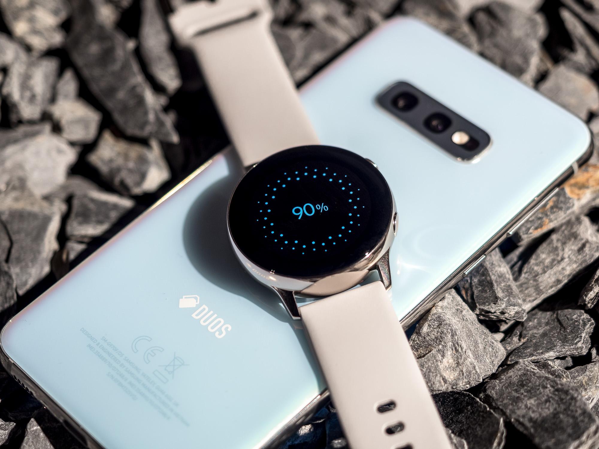 Samsung Galaxy S10e Wireless PowerShare Galaxy Watch Active