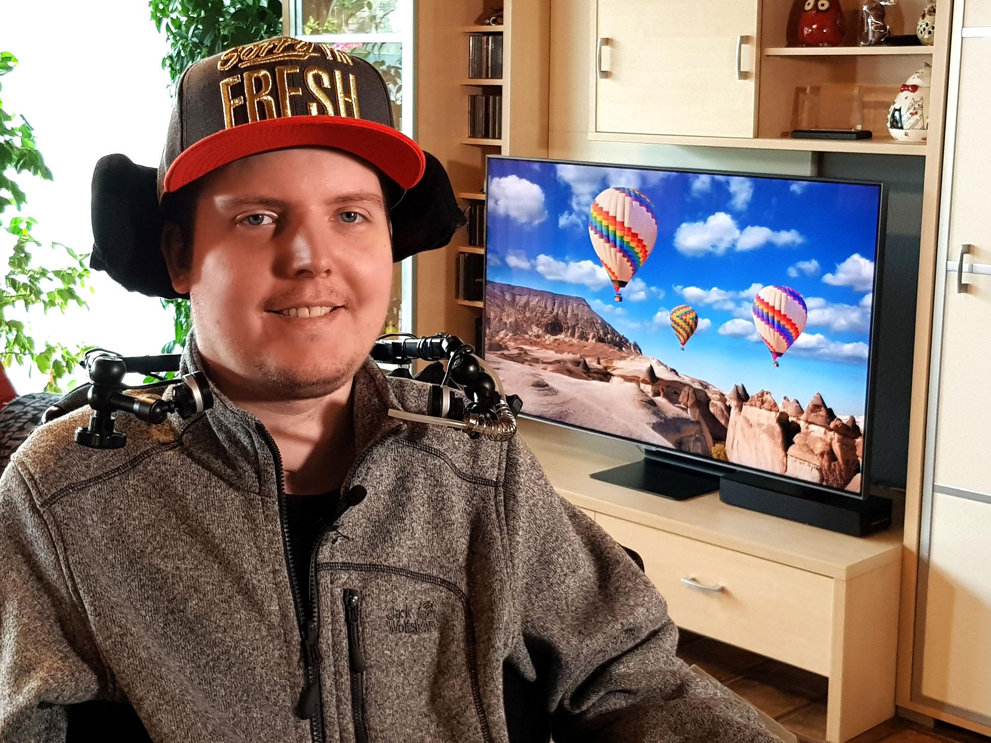 Dennis Winkens nutzt Bixby für Barrierefreiheit beim Fernsehen