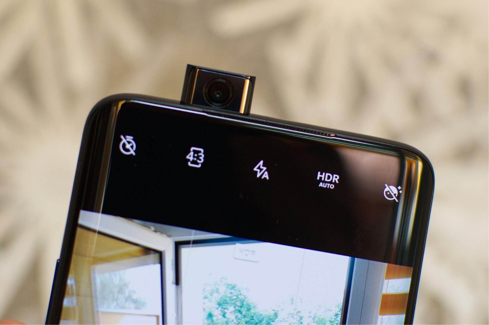 Bild der ausfahrbaren Forntkamera des OnePlus 7 Pro. Image by Jonas Haller