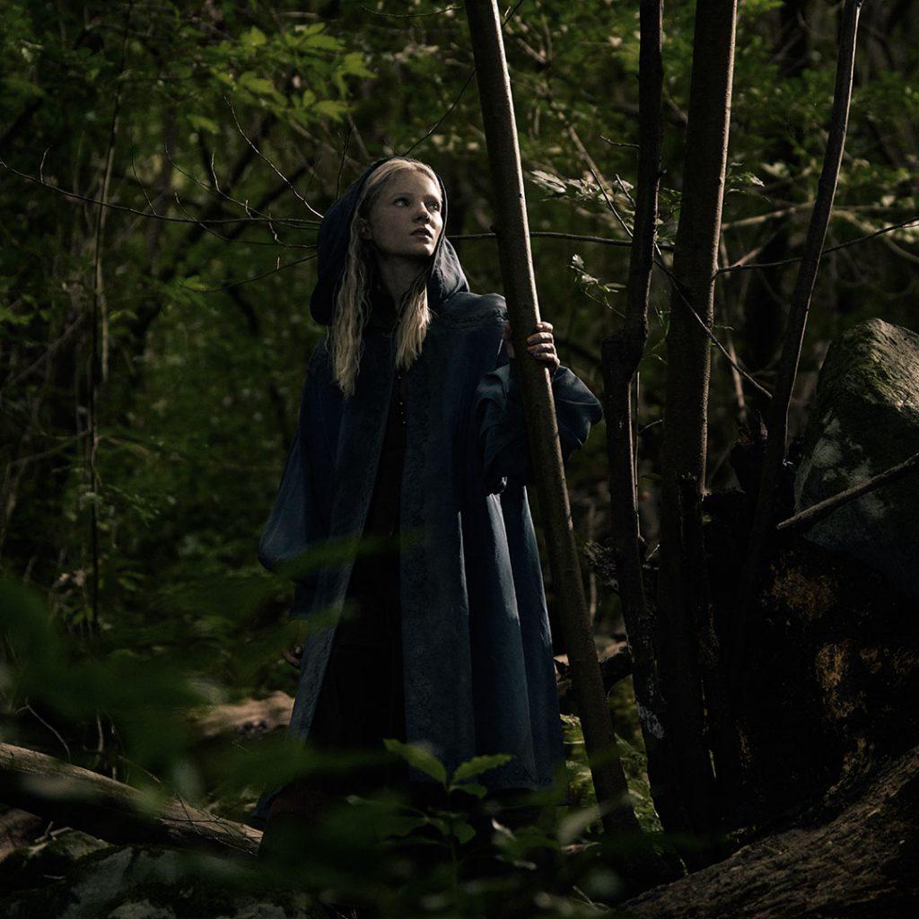 Freya Allan als Ciri.