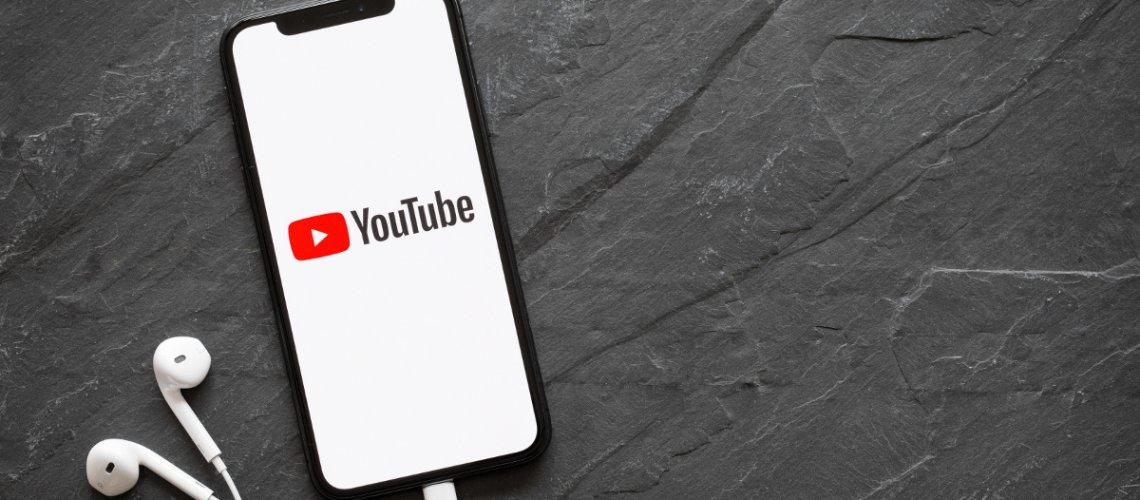 Titelbild die besten YouTube Kanäle / Image by Kaspars Grinvalds - stock.adobe.com