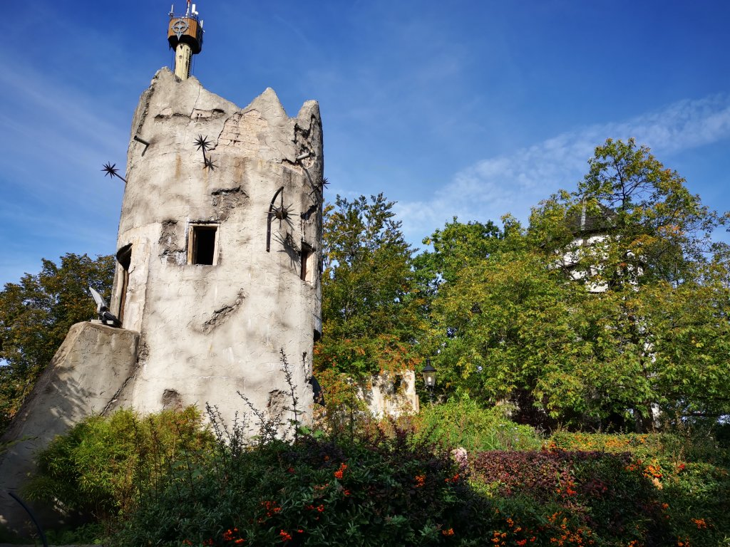 Dekorativer Turm im Heidepark