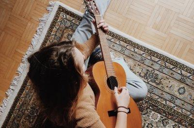 Apps zum Gitarre lernen online Titelbild