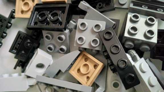 Nahaufnahme Legosteine / Image by Moritz Stoll