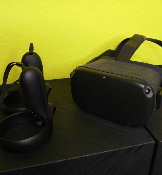 Oculus Quest mit Touchcontrollern / Image by Moritz Stoll