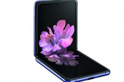 Galaxy Z Flip im halb gefalteten Zustand / Image by Samsung