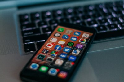 Titelbild für Artikel über ein mögliches iPhone 9 oder ein iPhone SE 2 / Image by Szabo Viktor on Unsplash