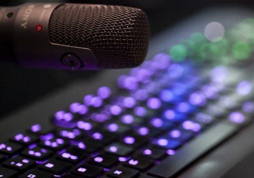 Tastatur und Mikrofon - Titelbild für die besten Gaming Podcast / Bild von Kalle via stock.adobe.com