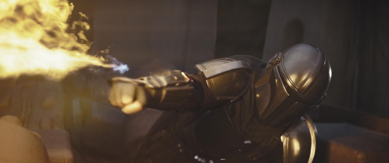 Der Mandalorianer nutzt seinen Flammenwerfer
