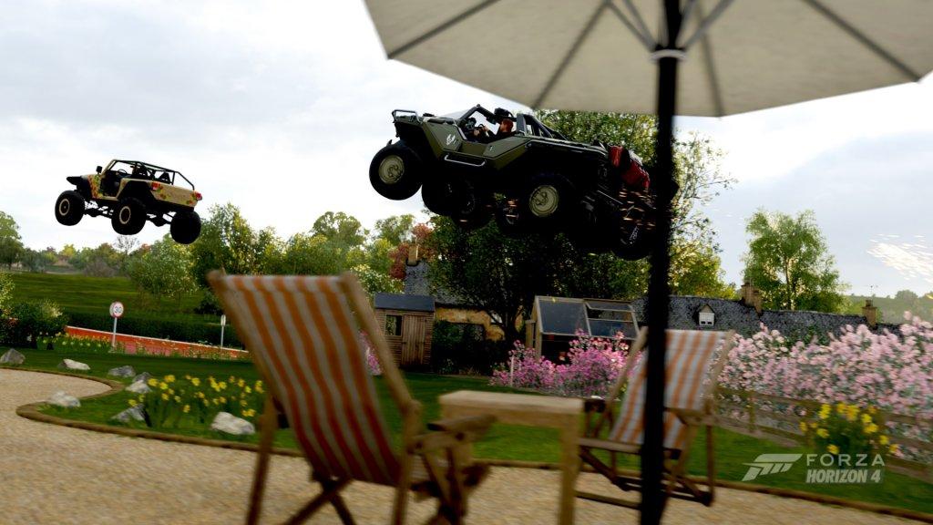 Autos fliegen in Forza Horizon 4 durch den Garten