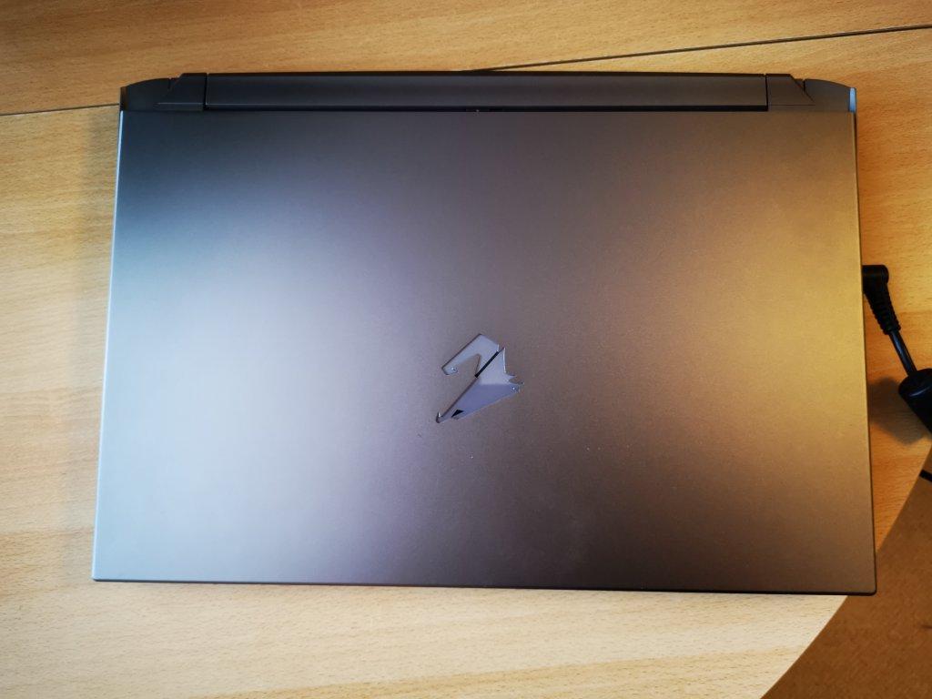 Außenansicht des Gaming-Laptops