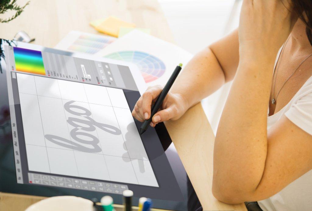 Digitale Zeichenpads mit eigenen Bidlschirmen sind bei Profis besonders beliebt.
