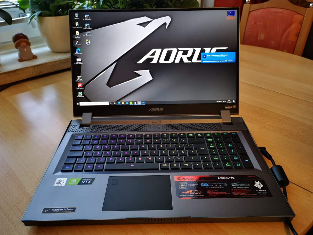 Ein Gigabyte Aorus Laptop von vorne