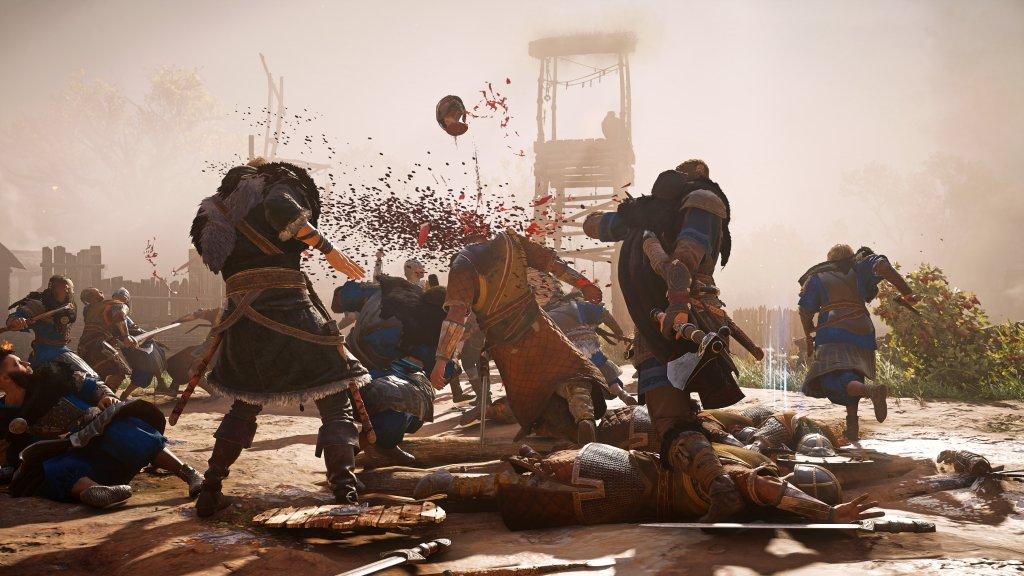 Ein Kampf in Assassins Creed Valhalla, wo durchaus auch mal ein Kopf fliegt