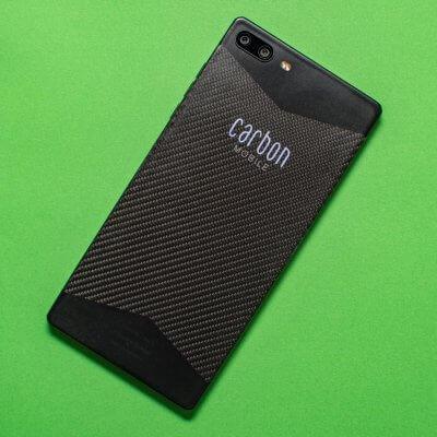 Auf der Rückseite des Carbon 1 Mk II prangt ein beleuchtetes Logo.