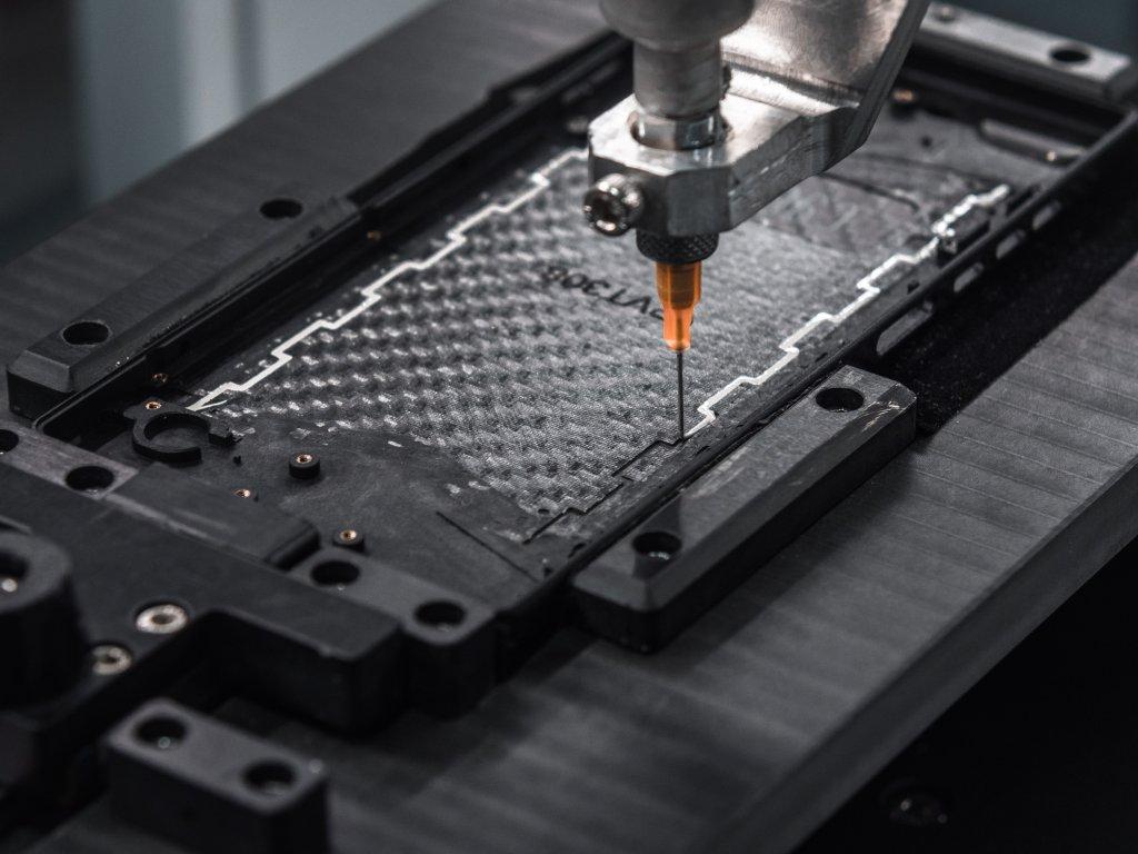 Das Carbon-Monocoque wird nach dem neuen HyRECM-Verfahren hergestellt.