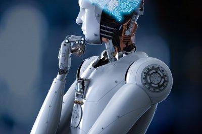 Ein Roboter mit Künstlicher Intelligenz hat die Hand nachdenklich am Kinn
