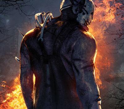 In dem Bild ist eine große Männliche Person zu sehen die eine weiße Maske trägt und mit Blut Wunden bedeckt ist. Der Hintergrund ist dunkel und es geht eine Diagonale Feuerlinie durch das Bild.