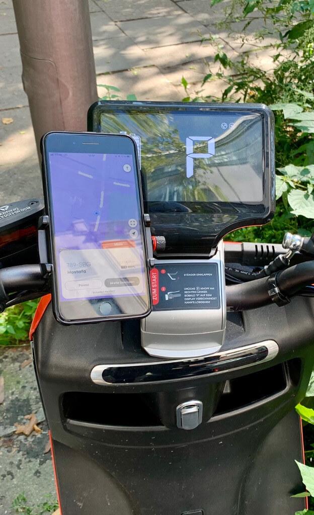Emmy Cockpit mit Smartphone Halterung